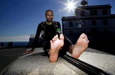 El deportista Quim Navarro alcanzó Fisterra desde Francia en menos de 7 días