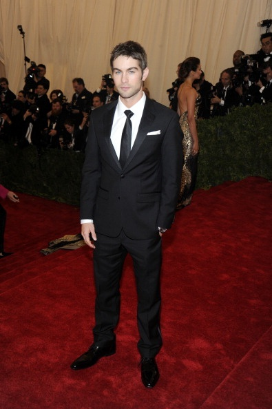Chase Crawford Plays It Safe With A Clean Tuxedo On The Red Carpet Of The Met