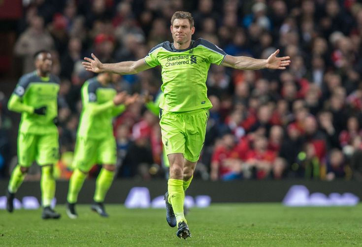Liverpool James Milner oslavuje