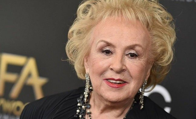 'Everybody Loves Raymond' star Doris Roberts dies aged 90