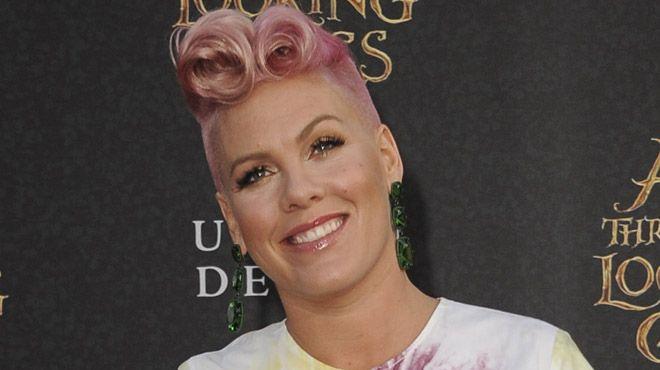 Pink a accouché: elle dévoile deux photos trop mignonnes de son bébé de Noël