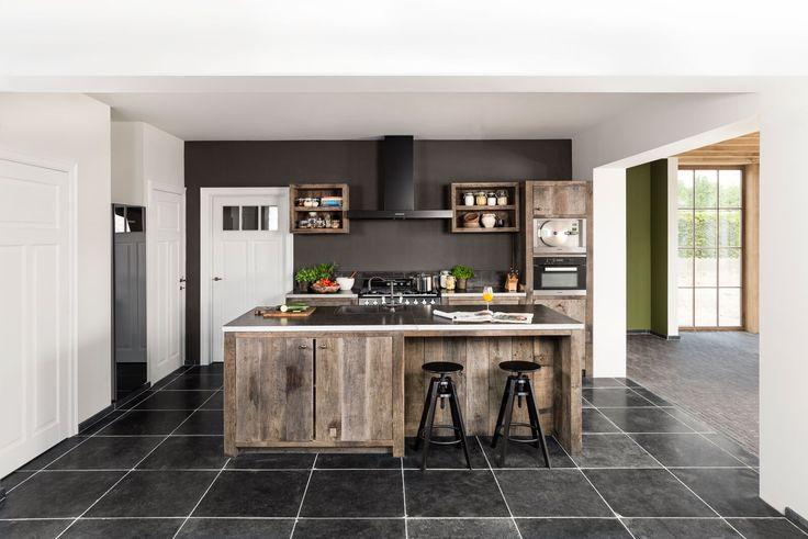 Massief eiken keuken met ingebouwde apparaten - Soft closing schuiven - Solid oak kitchen - Uniek, klassiek maar toch modern - In-house design - Keukenproject - #WoonTheater