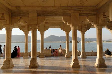 Ajmer est une ville du Rajasthan en Inde. Elle est cernée par les montagnes Aravali. Elle se trouve à 140 km à l'ouest de Jaipur – la capitale du Rajasthan. Ajmer est un chef-lieu de district.,,
