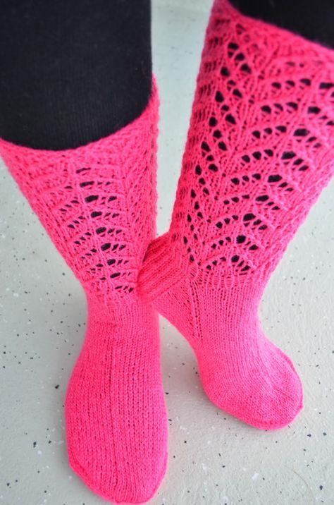 Hennin Höpötyksiä: Vadelmaiset sukkaset
