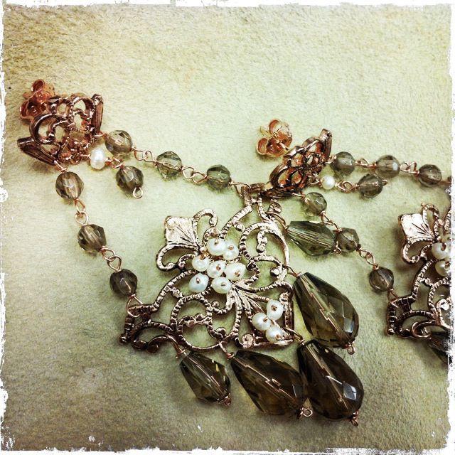 Orecchini chandelier con perle di fiume e quarzo fumé, su argento rosa