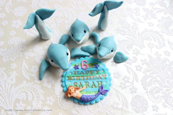 Dolphin Cupcake Toppers familiari (8 Dolphins, 3 Pinne Delfino, 1 Compleanno Piastra Messaggio)