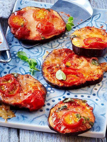 Diese Mini-Pizzen aus Aubergine sind der ideale Snack für deine nächste Party.