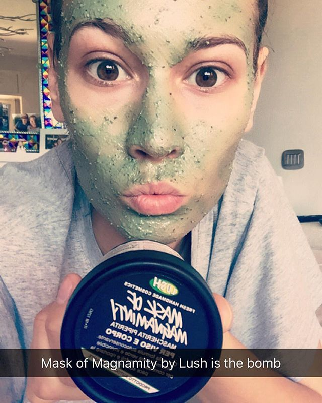 """In love with this mask by @lushcosmetics """"Mask of Magnaminty"""". Can be used for face and body, very quick, just 5-10 min. Amazing ingredients like: honey, kaolin, pepper mint. I use it also like a """"spot treatment"""" on some pimples and helps them to disappear faster. This mask Not drying at all, like some kaolin masks can be. The result is: fresh, clean and radiant skin.  #mask #lush #skincare #skin #lushmask #annakorn #beautybykorn #snapchat"""