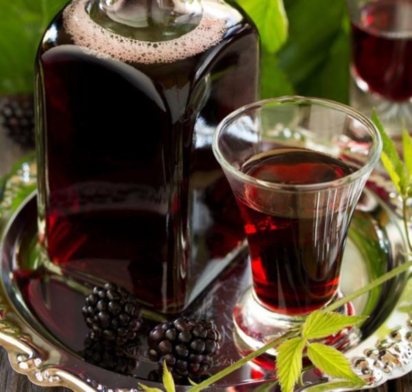 Nuestra empresa J&M CALMED les ofrece vino de Mora  para el deleitar en sus comidas y en ocasiones especiales🍷 pedidos al 961782080