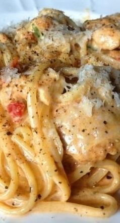 Creamy Cajun Chicken Pastaa - can def make this healthier with some greek yogurt or high-protein cream cheese