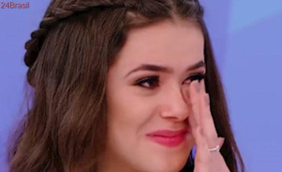 Maisa se emociona com homenagem de Silvio Santos durante programa