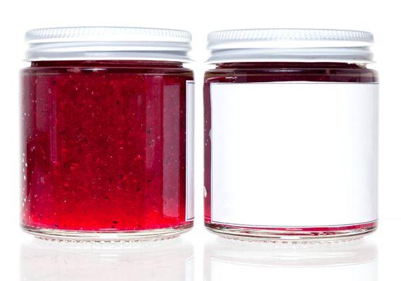 Etiqueta los frascos con el nombre de la receta y la fecha de preparación para que puedas usarlas adecuadamente. La duración de cada conserva dependerá de los ingredientes utilizados.
