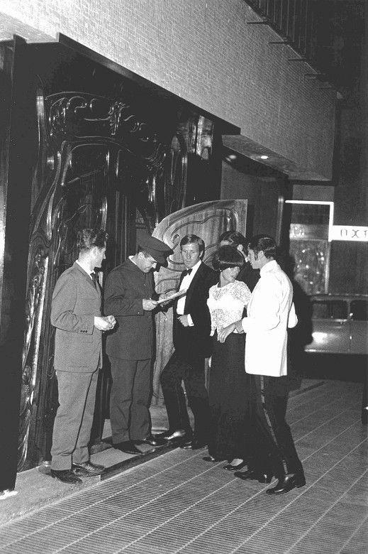 """Barcelona 1967 """"Bocaccio entrada Muntaner"""" foto Xavier Miserachs."""