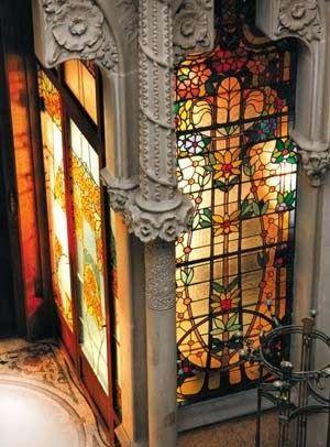 1899- 1901- Casa Garriga Nogués - C/ Diputació, 250. Enric Sagnier i Villavecchia. Casa per a Rupert Garriga, amb vitralls d'Antoni Rigalt i escultura d'Eusebi Arnau.-  La majoria de les seves obres es troben a Barcelona; autor prolífic, ha estat possiblement l'arquitecte amb major nombre de construccions a la ciutat comtal (prop de 300 edificis documentats)