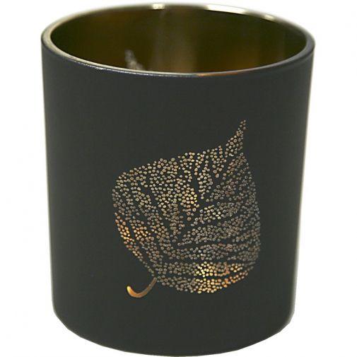 Söt liten ljuslykta i svart med genombrutet mönster i form av ett löv, som ger ett mysigt ljussken....