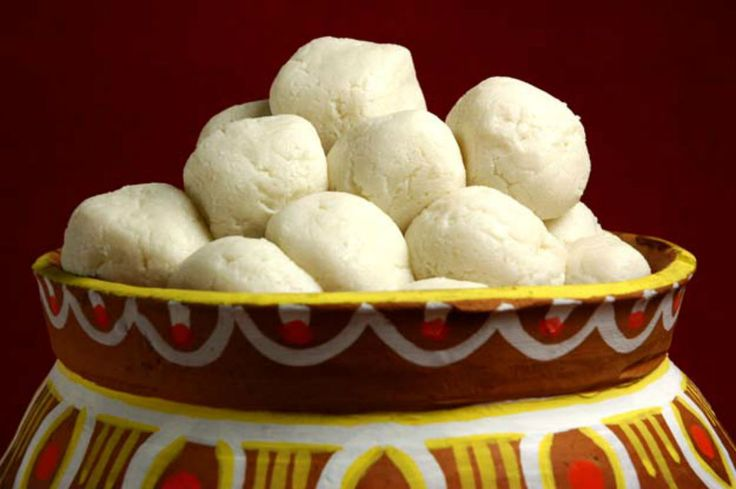 """Debo pokkhe shuru mishti mookhe"". Enjoy with you family and friends sweets from @flowerzncakez"