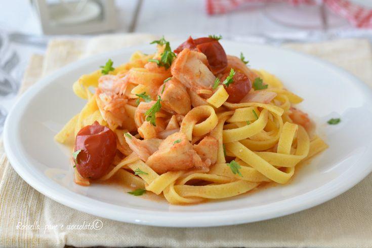 FETTUCCINE di MARE un primo piatto di pesce sfizioso e saporito che non impegna troppo ma e' ideale per la tavola delle Feste.