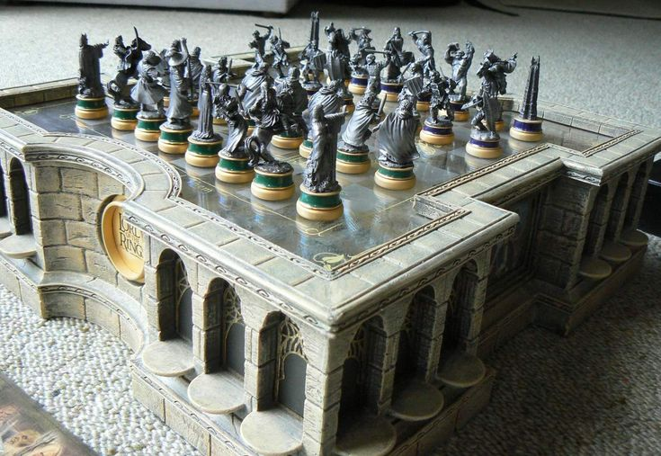 Noble collection (Newline entertainment) Lord of the Rings Chess Set