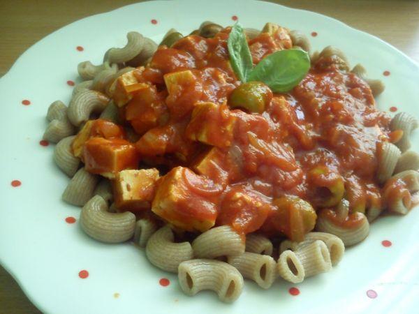 Celozrnné cestoviny s paradajkovou omáčkou - Recept pre každého kuchára, množstvo receptov pre pečenie a varenie. Recepty pre chutný život. Slovenské jedlá a medzinárodná kuchyňa