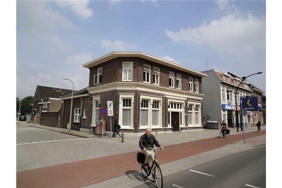 Hengelosestraat 76 -78 Voormalige woonhuis van textielfabrikant Jannink, gebouwd in 1905