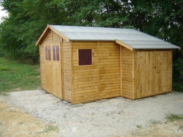 Casetta in legno trattato su misura.