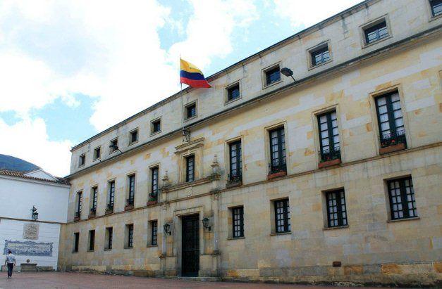 Familiares de estos connacionales, cuyos restos permanecen en las instalaciones de Medicina Legal de Pichincha – Ecuador, con el fin.....