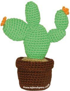 Amigurumi Cactus With Flower. Free TUTORIAL ((Spanish only)) written pattern and video. Esperanza y Ana Celia Rosas, Tejiendo Perú.