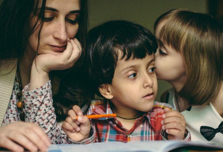 «Ты что, не видишь? Это же наш ребенок» — Люди, усыновившие детей с разными формами инвалидности, рассказали о том, почему они это сделали