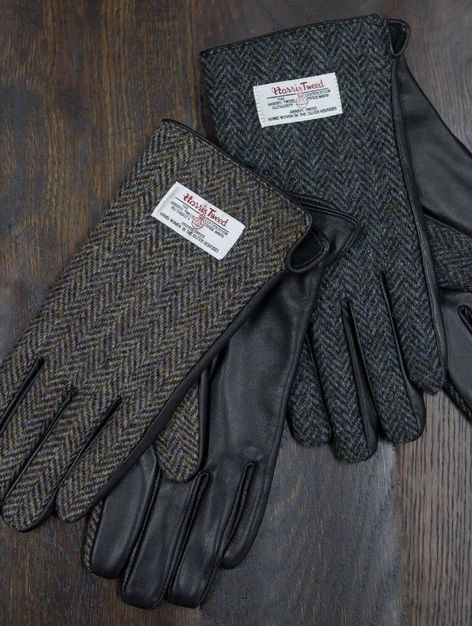 If your Father has a taste for luxury accessories, our leather and authentic Harris Tweed gloves make for the perfect gift with their classic Scottish design.