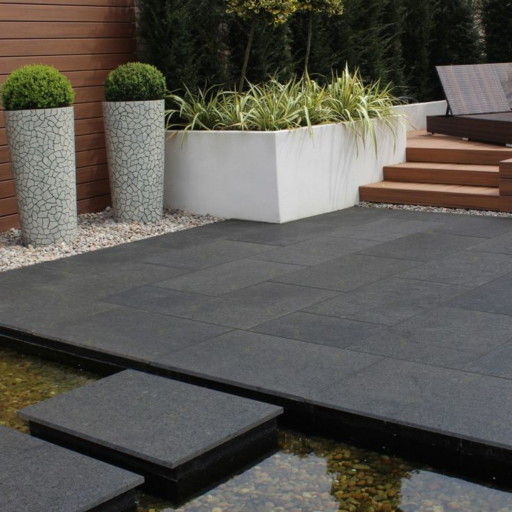 Stay bang on trend with this dark grey Noir Gold #granitepaving by @Natural_Paving. Beautiful dark colour tones with an occasional gold fleck.