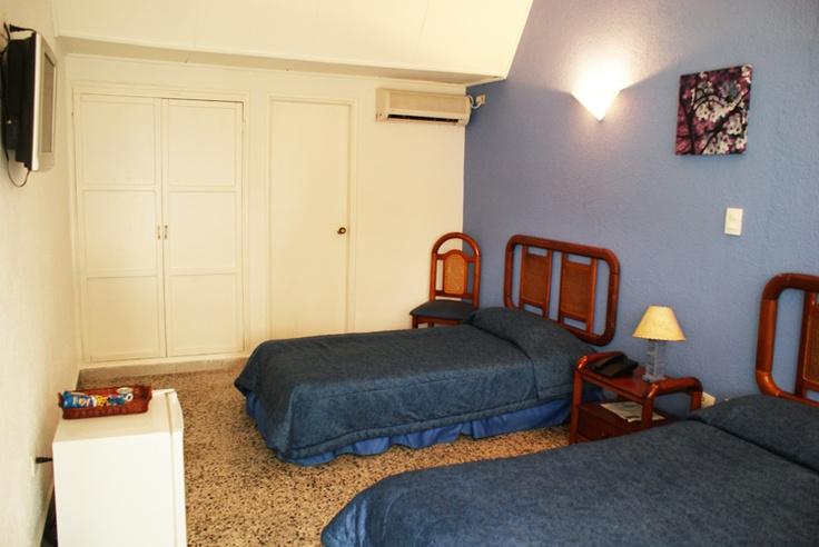 El hotel cuenta con 55 cómodas habitaciones, aire acondicionado a control remoto, cajilla de seguridad y televisión por cable.