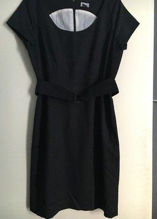 À vendre sur #vintedfrance ! http://www.vinted.fr/mode-femmes/autres-robes/25731804-robe-cintree-neuve-style-tailleur-grise-a-rayure-hm-taille-42