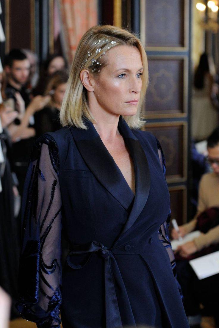 Estelle Lefébure défile sur le catwalk du défilé Haute Couture Printemps-Été 2016 Alexis Mabille.