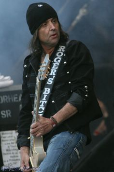 Phil Campbell .