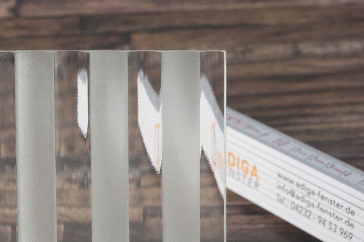 Ornamentglas Flutes mit sandgestrahlten Streifen, matt,  #adigafenster #matt #mattiert #ornamentglas #isolierglas #verglasung #hausbau #design #stilvoll #stylish #modern #architektur #architecturedesign #housedesign  #house