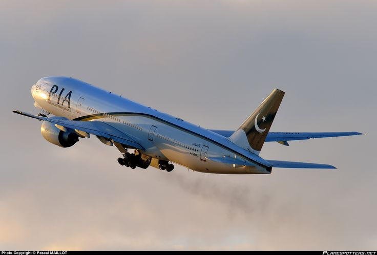 AP-BGL PIA Pakistan International Airlines Boeing 777-240(ER)