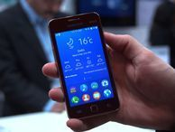 Samsung's Z1 phone runs Tizen, not Android, to achieve low price Come take a look at the Samsung Z1, a 4-inch phone that runs Tizen software, not Android in order to make it affordable for developing markets.