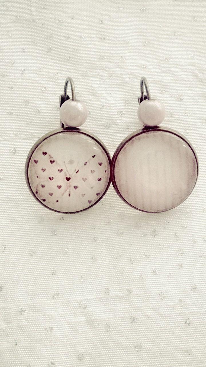 Boucles d'oreilles cabochon motif papillon rose clair : Boucles d'oreille par soo-happy