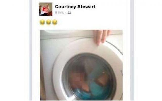 """Mamma Mette Il Figlio Con La Sindrome Di Down In Lavatrice e Posta La Foto Su Facebook """" A Lui Piace """" Alla polizia inglese, che l'ha fermata e interrogata con l'accusa di presunti abusi e violenza su un bambino disabile, ha spiegato che al figlio """"piacciono moltissimo le lavatrici"""". Courtney Stewart, #mamma #figlio #down #lavatrice #facebook"""