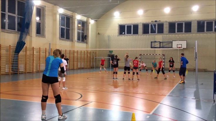 Siatkówka:  Trening grup młodzieżowych KS AGH Kraków. 2016-10-24