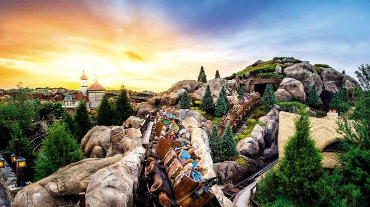 We love Florida's mega theme parks for their daytime activities, featuring huge live shows and rides fashioned after our favourite big screen flicks. But did you know that there's much to be said about the nightlife here, too?