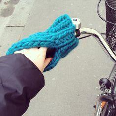 Froid aux mains... essayez les moufles pour le vélo.                                                                                                                                                                                 Plus