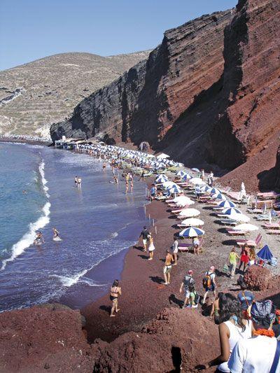 Μπορεί η Σαντορίνη να σώσει τον τουρισμό της χώρας;