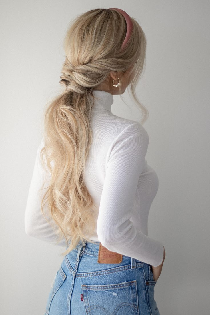 Gorgeous ponytail idea for winter and the holidays! #WomensHairstyles #HolidayPony #letsbePriceless inspo
