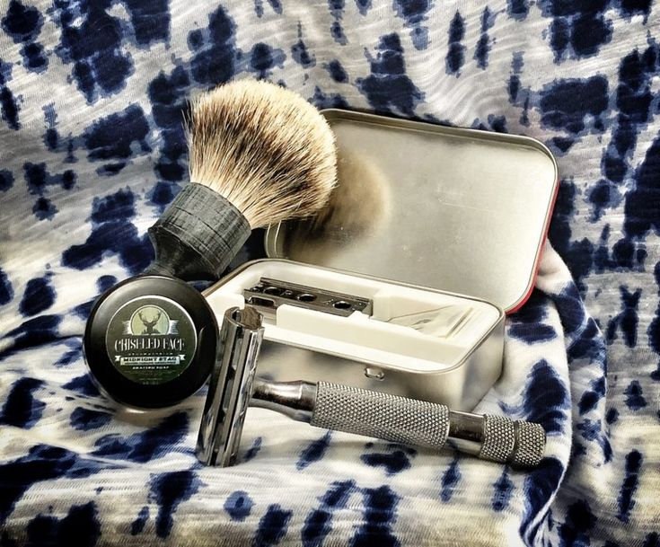 #SOTD #samplesaturday #wetshaving #shavelikegrandpa Razor: Rockwell 6c on 3 Blade: Astra Green Brush: Thirsty Badger Silvertip Badger travel prototype Soap: Chiseled Face Midnight Stag