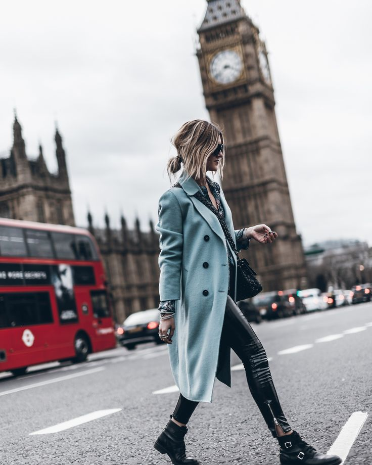 We love London and we love that coat // Cristina R…