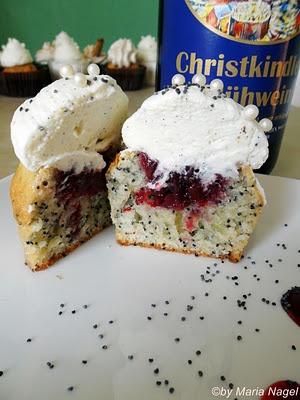 """Sehr weihnachtlich, ich weiss. Aber wegen diesen süßen Cupcakes freue ich mich schon wieder auf den Winter. """"Mohn-Glühwein-Cupcakes"""" von: Ich bin dann mal kurz in der Küche"""
