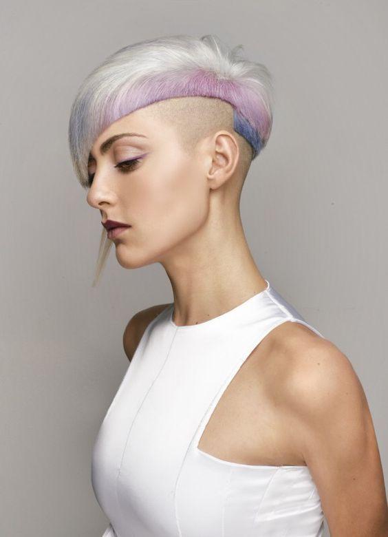 Heute überraschen wir Dich mit einer Reihe von fröhlichen Kurzhaarschnitten. Frisuren, gefärbt in vielen unterschiedlichen und frischen Farben, die…