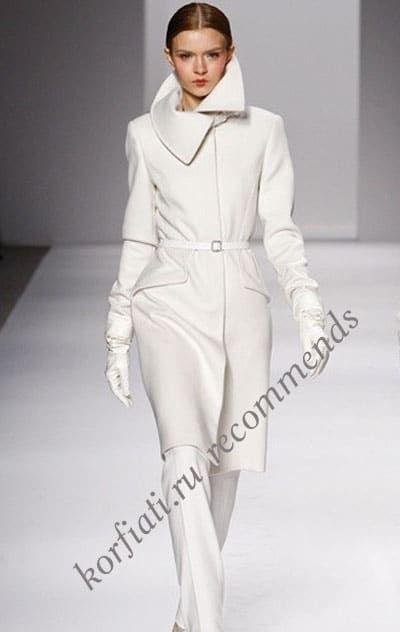 Какое шикарное драповое пальто - глаз не оторвать! Несмотря на простоту форм, это драповое пальто не требует дополнительных украшений. Выкройка бесплатно!