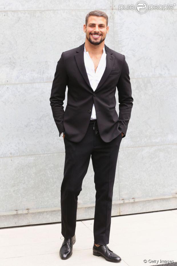 Cauã Reymond está em Milão. O ator foi para a cidade italiana onde assistiu, nesta segunda-feira, 23 de junho de 2014, ao desfile da grife Empório Armani, na Semana de Moda de Milão